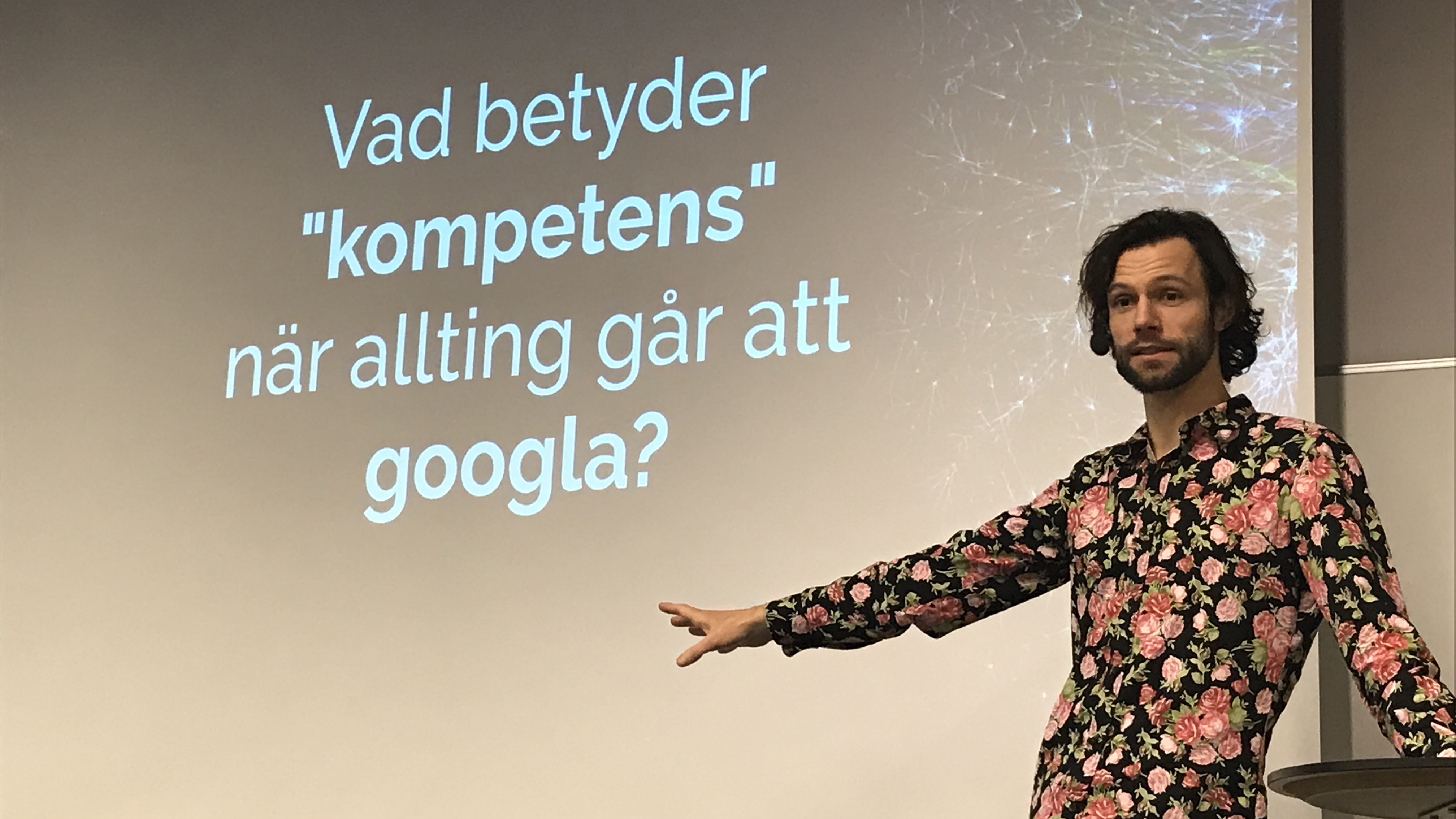 Gustaf Josefsson Tadaa på scen.